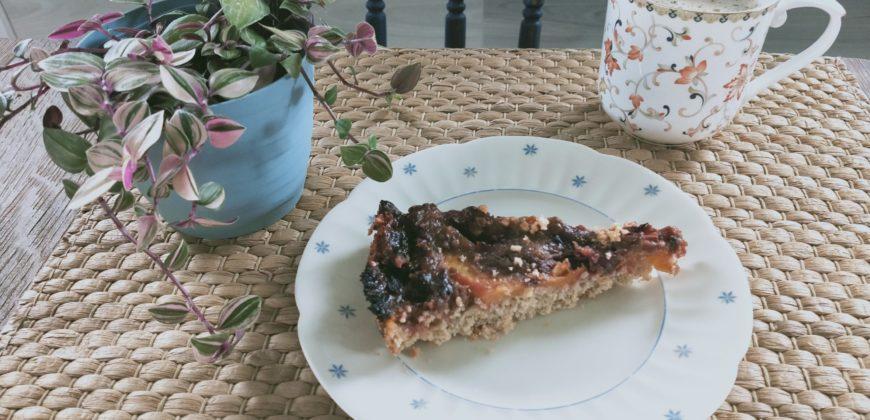 Ciasto z węgierkami na owsianym spodzie
